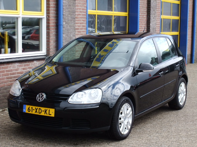 volkswagen golf v 1 9 tdi trendline parrot systeem autobedrijf ikink. Black Bedroom Furniture Sets. Home Design Ideas